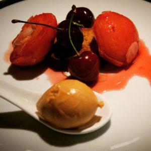 Abricots pochés aux amandes